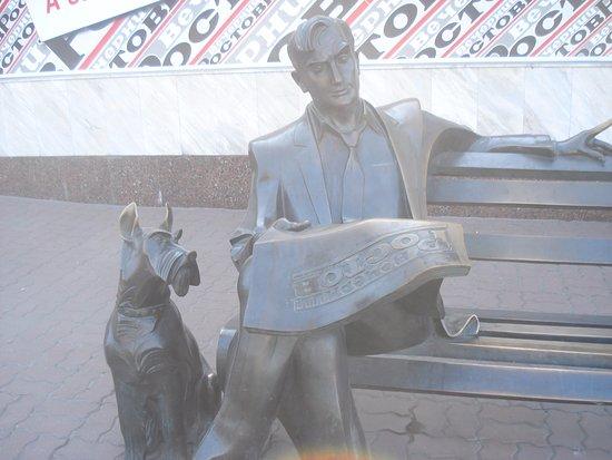 "Monument to the Reader of the Newspaper ""Vecherniy Rostov"""