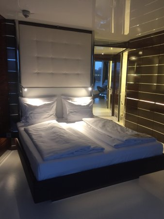 Super moderne Zimmer - Picture of Hotel Victory Therme Erding ...