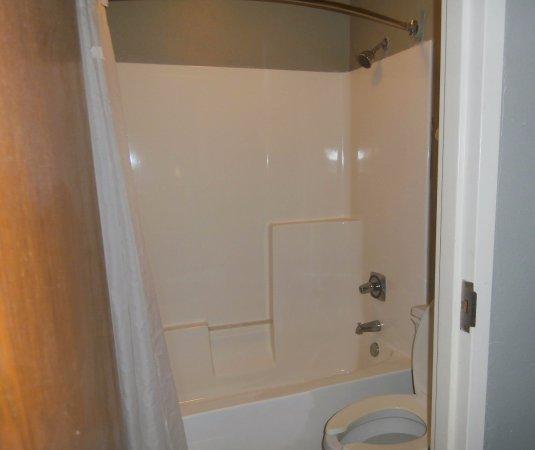 Athens, GA: Guest Bathroom