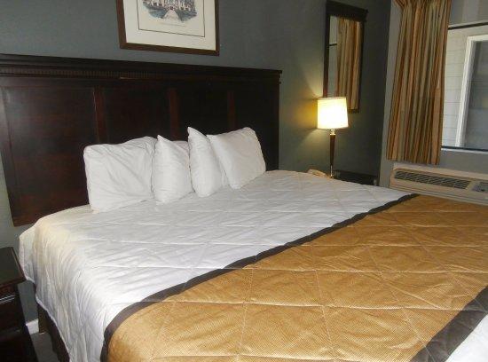Athens, GA: One King Bed