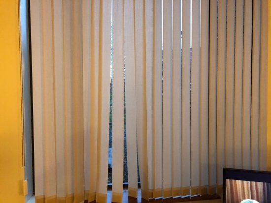 Thorold, Canada: Dis-functional blinds