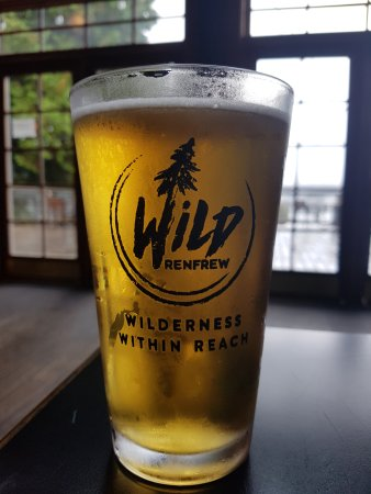 Port Renfrew, Canada: The food...blah...the beer...great!