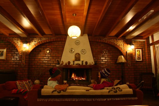 Carhuaz, Perú: Relaxing at the fireplace