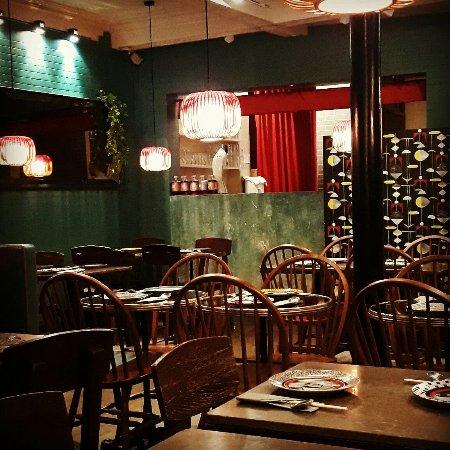 Yoom paris 20 rue des martyrs op ra bourse for Restaurant le miroir rue des martyrs
