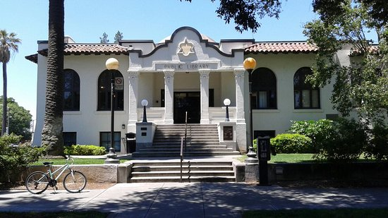 ‪וודלנד, קליפורניה: Woodland's historic Carnegie Library‬