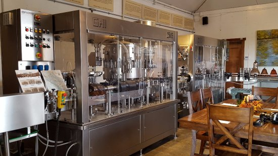O'Brien Estate Winery: Tasting room and bottling machine