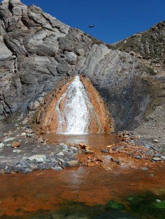 San Jose de Maipo, Chile: Essa água no fundo é fria, mas a piscina é quentinha