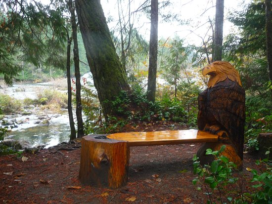 Courtenay, Canadá: carved bench.