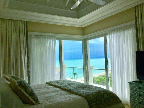 Long Bay Beach, Providenciales: Request room 2510 for these spectacular views Even the master shower has an ocean view