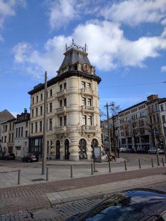 Maison Emile: hoek van Emile Banningstraat