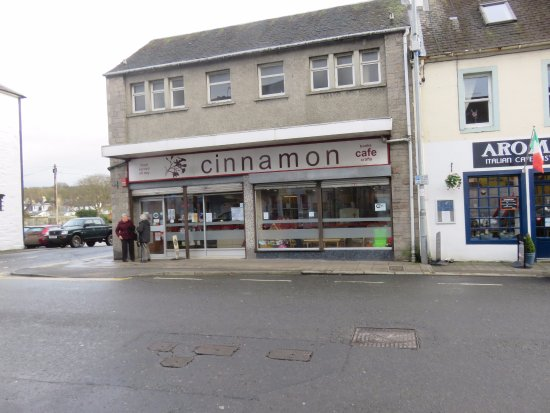 Newton Stewart, UK: shop front and entrance