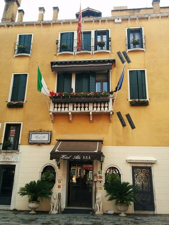Hotel Ala - Historical Places of Italy Photo