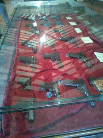 Forte di San Leo: esposizione di pistole