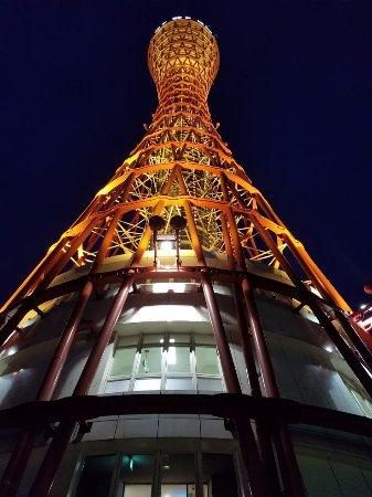 Kobe Port Tower: 入口前からの写真