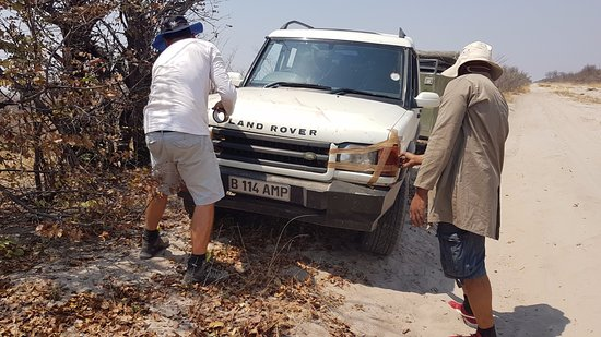 Gaborone, Botsvana: Fixing the lights after the driver crashed against a tree