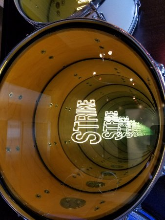 Hotel Max : Base drum art installation in the lobby