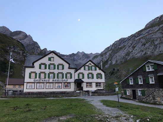 Weissbad, Switzerland: Morgens um 7 ist die Welt noch in Ordnung ...