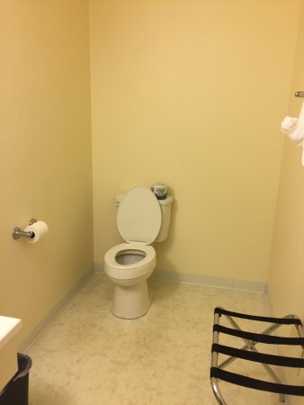 Montour Falls, NY: large bathroom, but not heated.