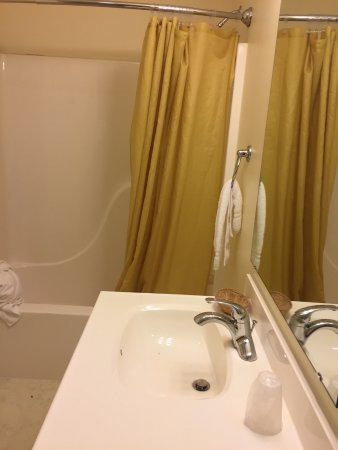 Montour Falls, NY: large bathroom, No heat. few amenities. You can't see it, but the soap dish is moldy wicker.