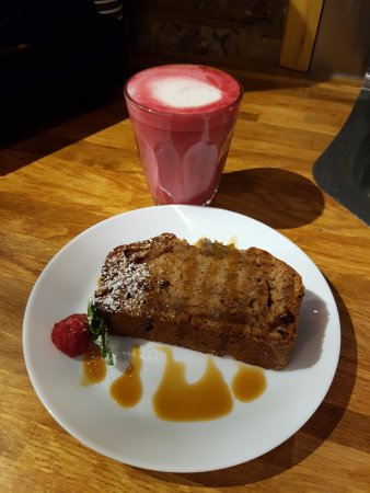Greater London, UK: Banana Bread with beetroot latte