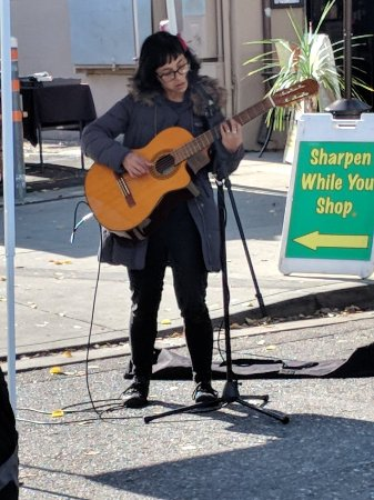 Downtown Campbell Farmers' Market: Great street performer