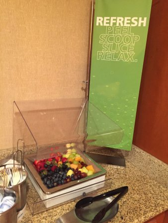 Complimentary breakfast, Hampton Inn & Suites New Haven - South - West Haven