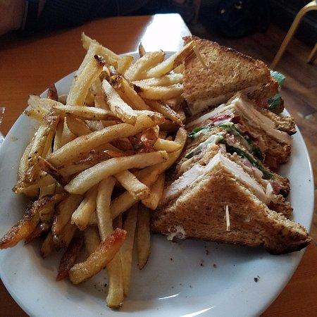 Truro, Canadá: Chicken club sandwich and fries