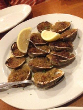 Howard Beach, Нью-Йорк: The best baked clams!