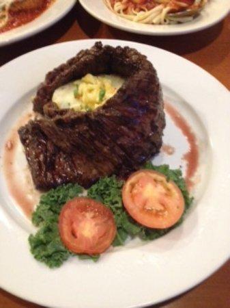 Howard Beach, Нью-Йорк: Hawaiian Skirt Steak with Pineapple Salsa & Mashed potatoes