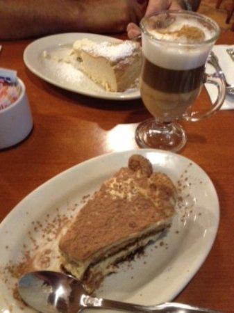 Howard Beach, Нью-Йорк: Tiramisu, Cheesecake and Irish Coffee