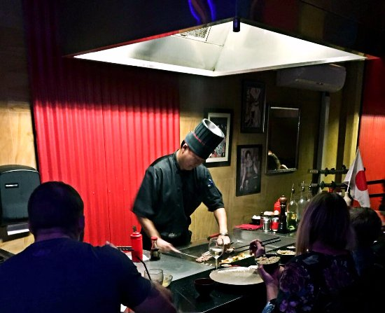 Labrador, Australia: Cooking in front of customers around the Teppan grill