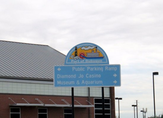 National Mississippi River Museum & Aquarium: directional sign on the museum campus