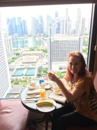 Conrad Centennial Singapore: Breakfast in the Executive Lounge