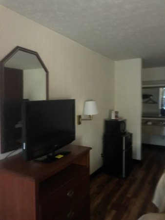 Edgewood, MD: Room 128