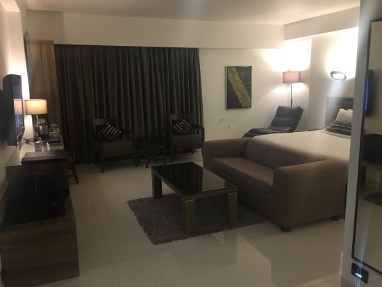 Hotel Suba International: Large Comfortable Rooms. But the hotel can be rated 2.5 star rating. But people with big suitcas