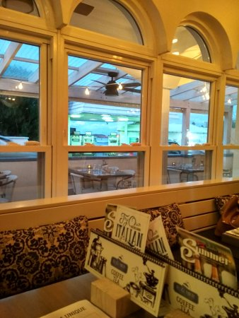 Flatts Village, Bermuda: The view from our table