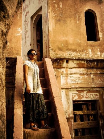 Sonargaon, Bangladesch: Stairway to the first floor at the back of a building in Panam Nagar