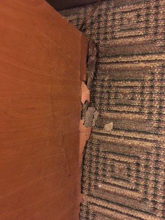 La Quinta Inn Austin South / IH35: More furniture in disrepair