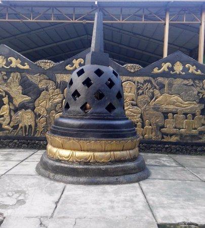 Vihara Buddha Dharma & 8 Pho Sat