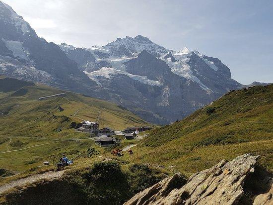 Jungfrau Region, Suiza: 클라이네샤이덱 기차역에 가까와지면 카페가 있습니다. 풍경보면서 커피 한 잔 강추.