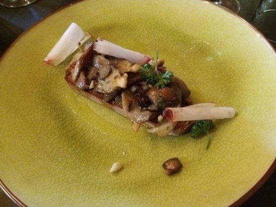 Saint-Paul-Trois-Chateaux, Francia: Heureusement, les champignons sont là pour donner du goût