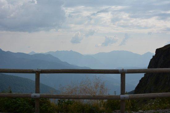 Comeglians, Italia: panorama davanti al rifugio
