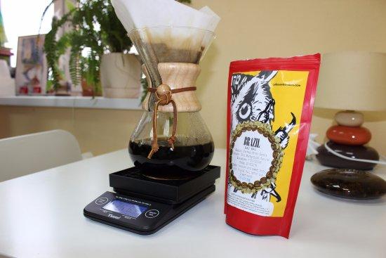 Lipetsk Oblast, Rusia: Приготовленный кофе с помощью кемекса обладает особенно нежным вкусом и глубоким ароматом.