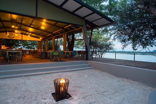 Katima Mulilo, Namibia: Fireplace of the restaurant
