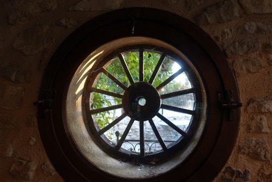 Pernes-les-Fontaines, Francja: Dans la salle de restaurant