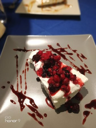 Bastia Umbra, Italia: Cheesecake ai frutti di basco , ottima
