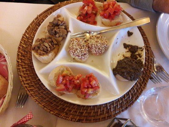 Restaurant Sciabolino: Antipasto toscano crostini