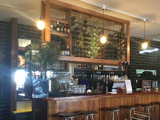 Kyneton, ออสเตรเลีย: Bar area