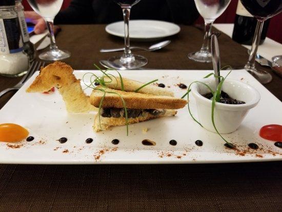 Saint-Estephe, فرنسا: Very cute presentation for their pate de canard