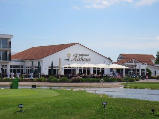 Gernsheim, Tyskland: Restaurant vom Golfplatz aus gesehen